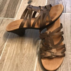 Clarks metallic brown copper sandals
